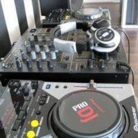 acessível Yamaha tyros 5, Yamaha PSR S900,CDJ-2000NXS2, DJ DJM-750MK2 Korg Pa4X